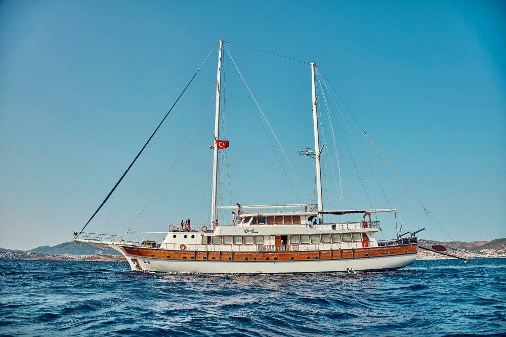 Почивка на яхта в заливите на Бодрум с  траспорт от София